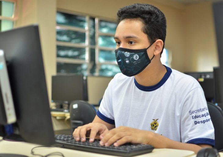 Estudantes podem usar internet e computadores das escolas estaduais para inscrições do Enem