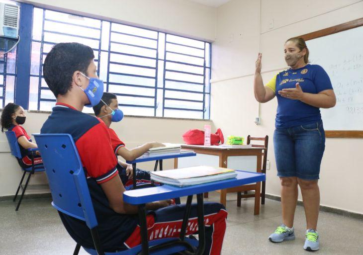 Secretaria de Educação convoca 78 candidatos aprovados no PSS para atuação em Manaus e no interior