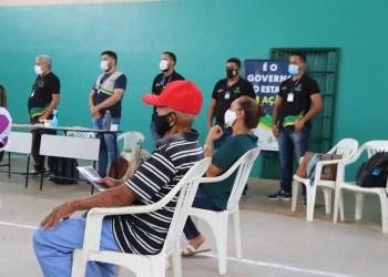 Governo do Amazonas entrega cheques do programa Idoso Empreendedor na comunidade Nossa Senhora de Fátima