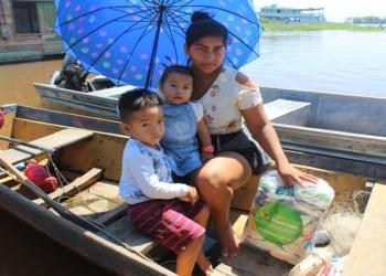 Em Itacoatiara, Governo do Amazonas entrega cestas básicas para agricultores familiares