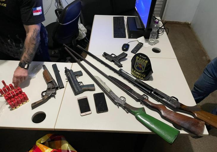 Armas e Munições apreendidas com integrantes de facções criminosas. Foto: divulgação