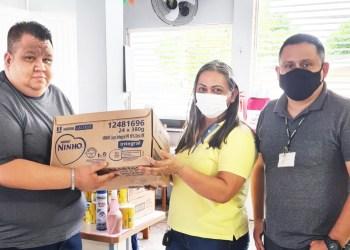 Aniversário solidário arrecada 500 latas de leite para crianças em vulnerabilidade