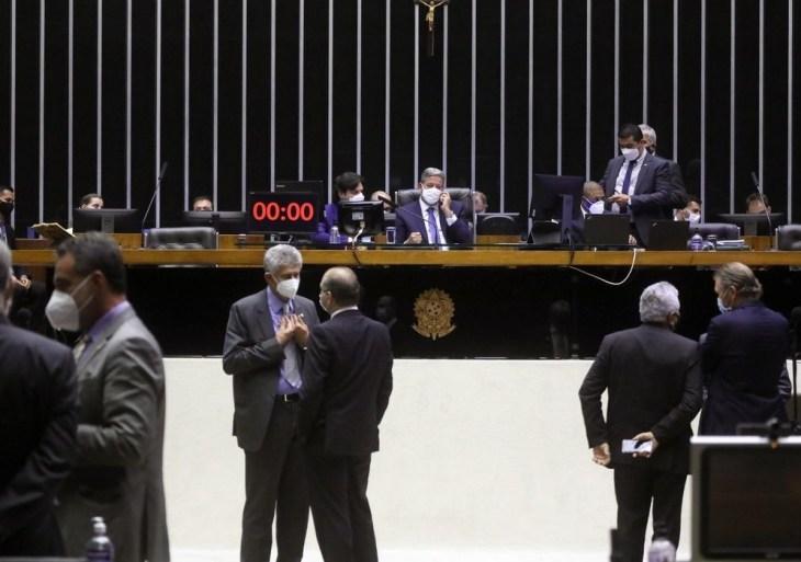 Câmara aprova inclusão da educação bilíngue de surdos na LDB