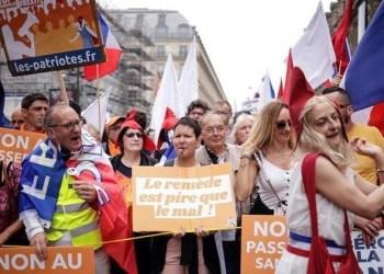Franceses protestam contra passaporte sanitário da Covid-19