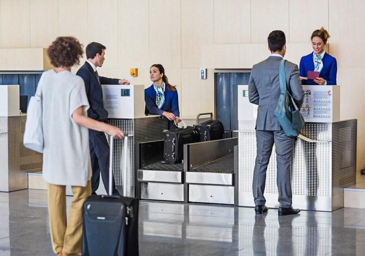 """Operação """"Bagagem Exata"""" fiscaliza balanças nos guichês das companhias aéreas de Manaus"""