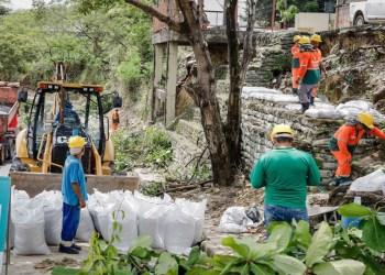 Prefeitura inicia recuperação de contenção no Parque 10
