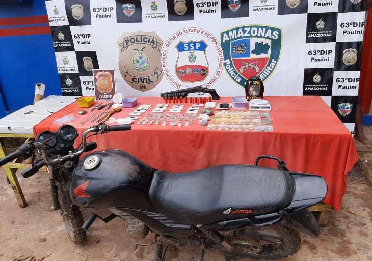 PM detém três suspeitos por tráfico de drogas e porte ilegal de arma no município de Pauini