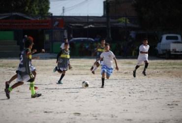 População comemora inauguração do Campo do Teixeirão revitalizado pelo Governo do Amazonas