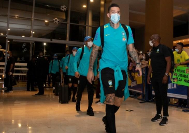 Seleção Brasileira desembarca em Barranquilla para confronto contra Colômbia