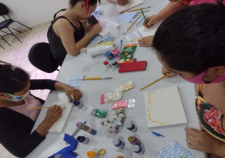 Em parceria com o Lar das Marias, Shopping oferece programação especial do Outubro Rosa