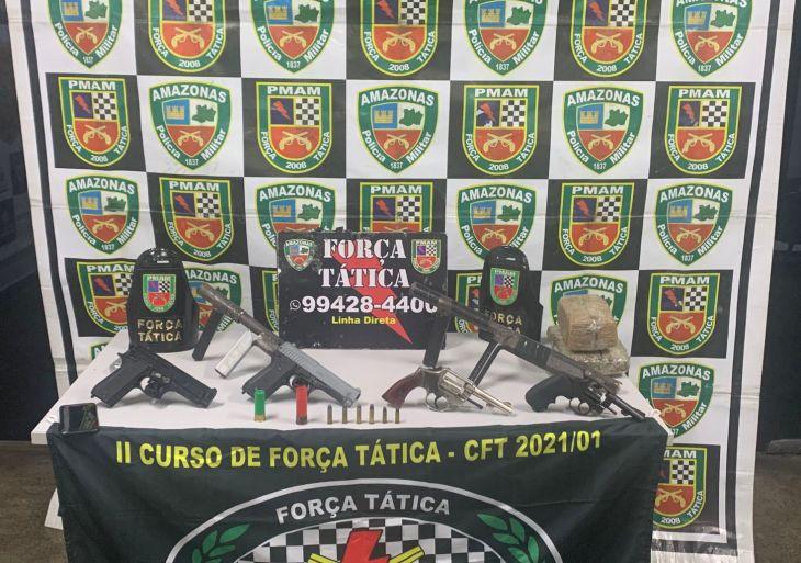 Força Tática apreende cinco armas de fogo e 2kg de entorpecentes, em ações nas zonas norte e sul