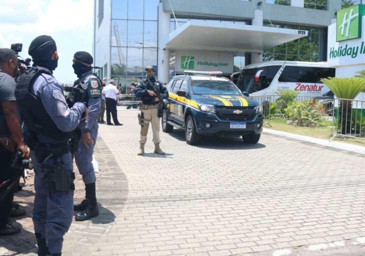 Segurança é reforçada durante a chegada da seleção brasileira de futebol em Manaus