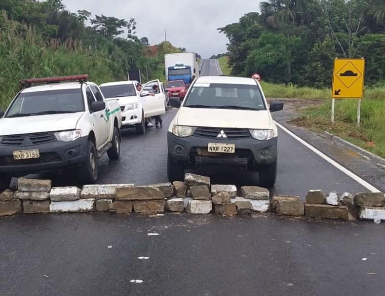Bloqueio na BR-364 continua; indígenas protestam