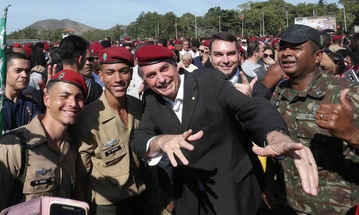Inclusão de militares na reforma da previdência, irrita base de Bolsonaro