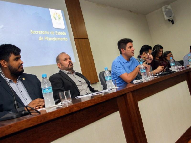 No Dia da Mentira, Cameli anunciou investimentos de quase R$ 1 bilhão; o rapaz omite recurso deixado por Tião Viana