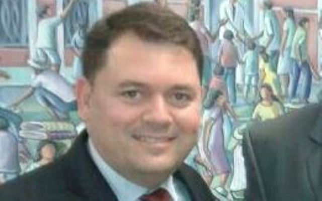 Bestene confronta a Justiça ao dizer que concursados do Pró-Saúde não serão demitidos; secretário nega negociação para terceirização