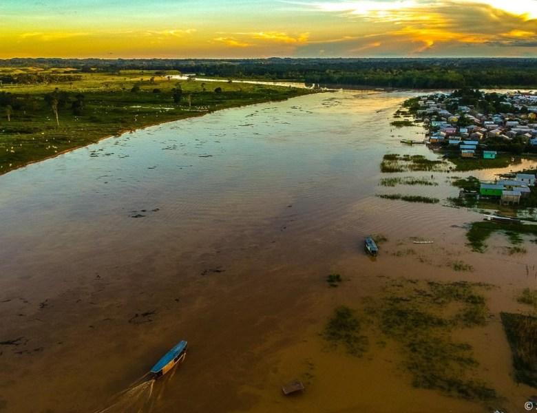 Tarauacá corre risco de cheia histórica; várias casas foram atingidas no Bairro da Praia