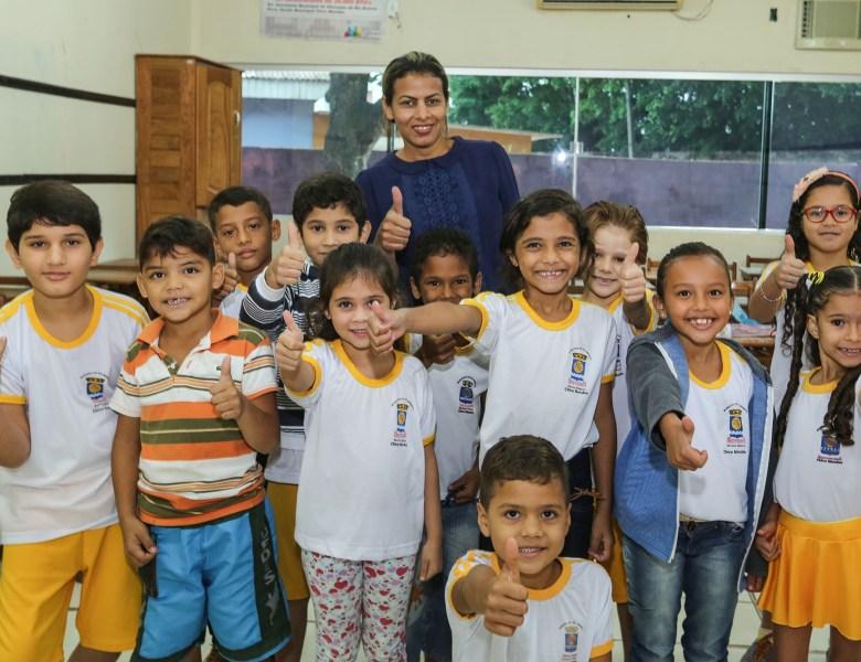 Socorro Neri dá início ao ano letivo para 25 mil alunos nas escolas municipais de Rio Branco