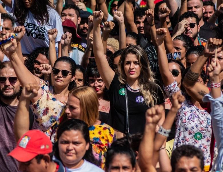 Mulheres realizam manifestação em Rio Branco nesta sexta-feira