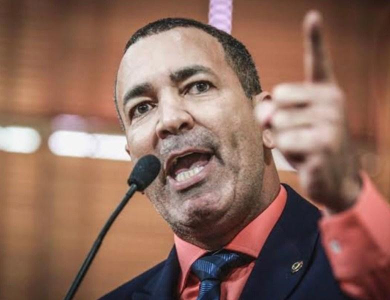 """""""Eu posso até aceitar ser líder, mas quero uma estrutura para os deputados"""", disse Neném Almeida"""