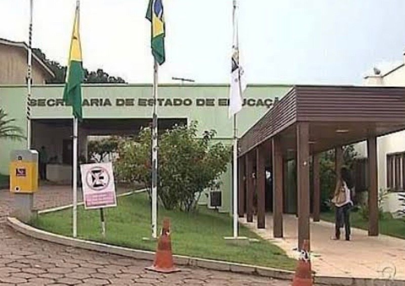Secretaria de Educação paga mais de R$ 10 milhões à empresa de informática um dia após a assinatura do contrato