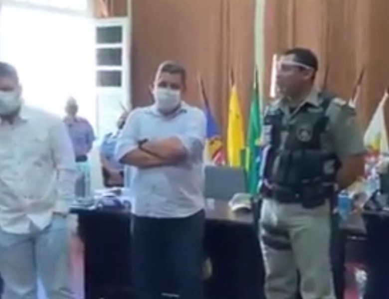 Comandante da PM diz, na frente do governador, que PGE é inimiga do Estado