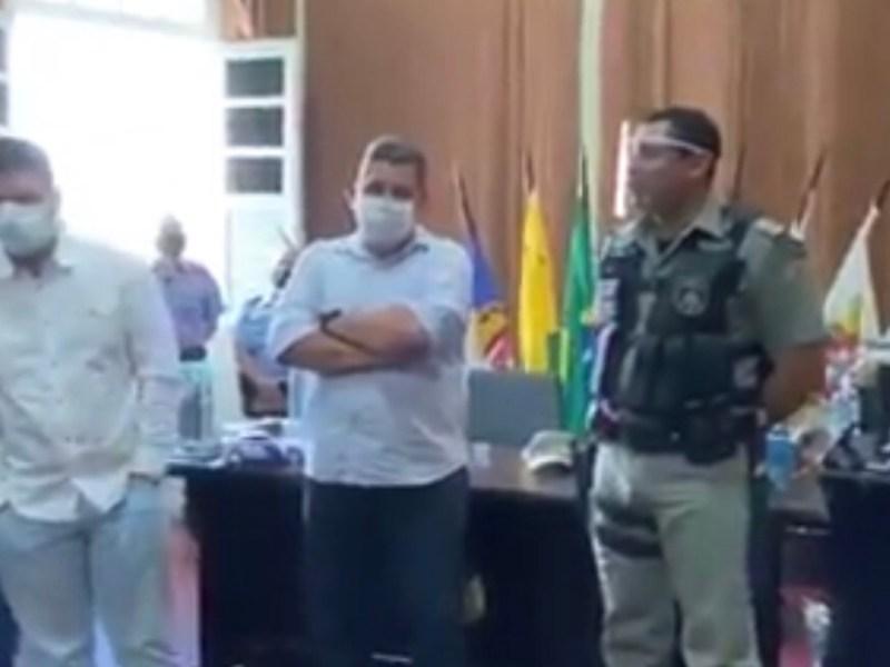 Comandante da PM diz, na frente do governador, que PGE é inimiga do Estado