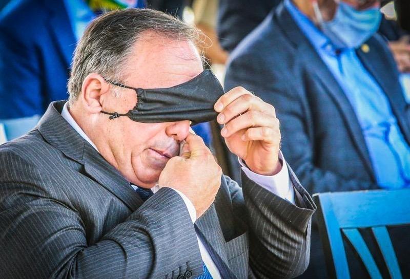 Ministro interino da Saúde sofre a agonia do calor acreano, estado que ele disse estar no Hemisfério Norte
