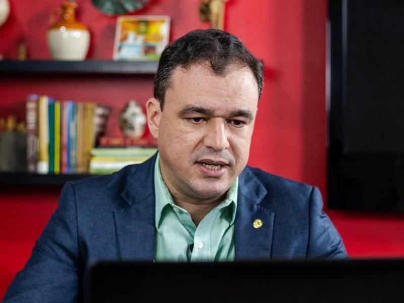 """""""Tirar dinheiro da educação é crime"""", afirma Daniel Zen sobre relatório do senador Márcio Bittar"""