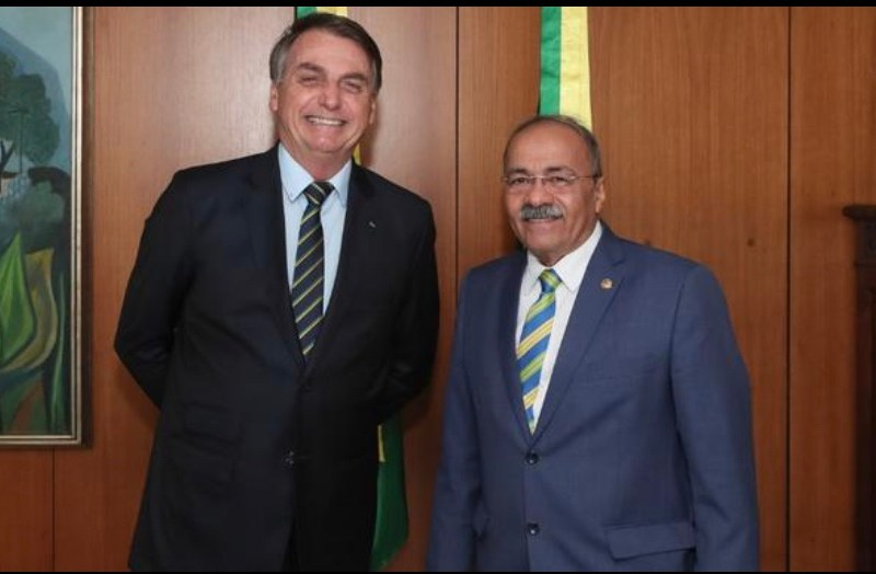 """Bolsonaro disse ter """"união estável"""" com senador flagrado com dinheiro na cueca (VÍDEO)"""