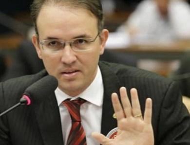 Leo de Brito questiona possível desperdício de 6,8 milhões de testes da Covid-19 e estoque de cloroquina