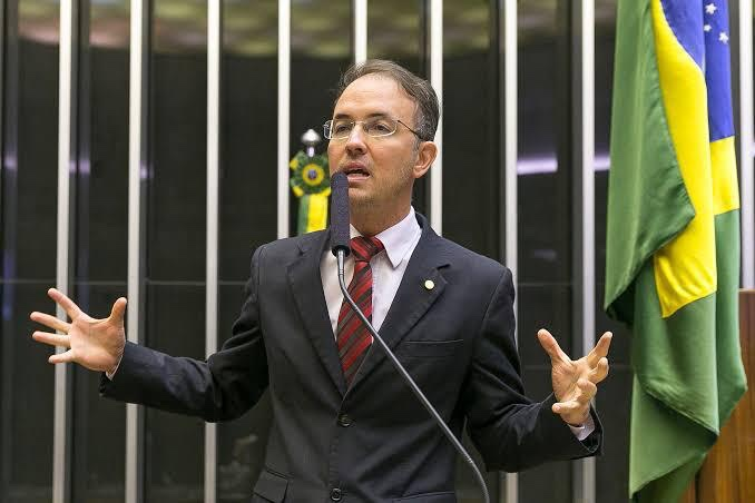 Leo de Brito pede suspensão de portaria do MEC que prejudica professores dos Institutos Federais
