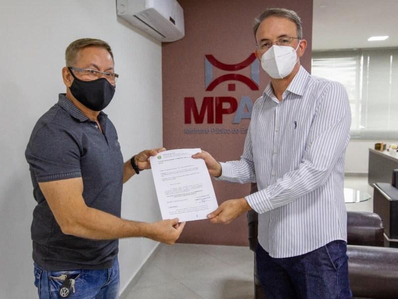 Leo de Brito apresenta no MPE e MPF denúncias de corrupção no governo Gladson Cameli