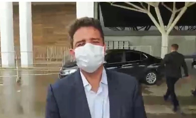 """VÍDEO: """"Isso é uma concepção que o presidente tem é eu respeito"""", diz Gladson sobre Bolsonaro desfilar no Acre sem máscara"""