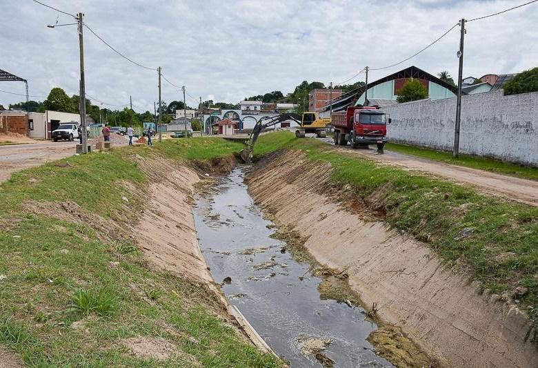 Prefeitura limpa e desobstrui canal do Remanso, antiga reinvidicação dos moradores