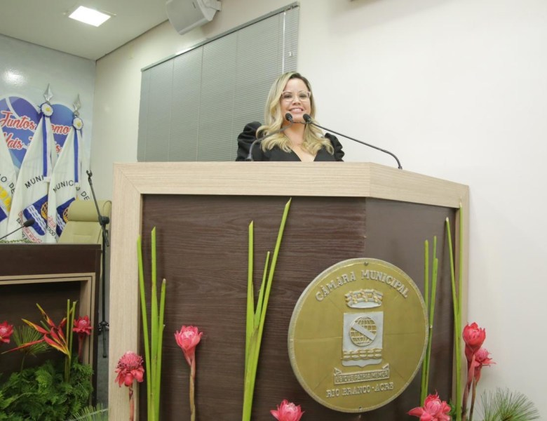 Michelle Melo quer prefeitura denunciada por não atender a requerimentos de vereadores