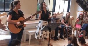 Ana Paula Valadão abre igreja na sala de sua casa nos EUA.