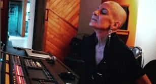 Ludmila Ferber começa a gravar novo CD em meio à câncer.