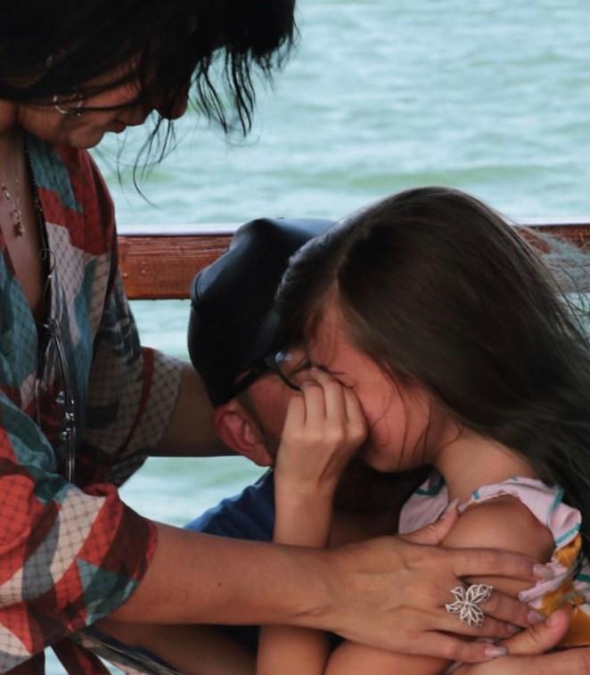 Cantora gospel Fernanda Brum, Pr. Emerson e filha Laura se emocionam em Israel.