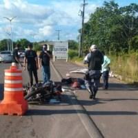Enfermeiro dorme e morre ao colidir moto em placa de ferro na AM-070
