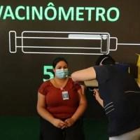 Empregado que não tomar vacina pode sofrer punição e ser demitido. Entenda