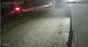Criminosos em fuga capotam veículo, atiram contra polícia e acabam mortos em Extremoz