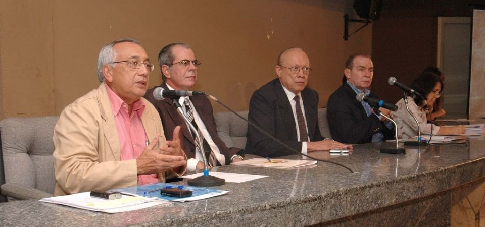 LEANE PARTICIPA DE REUNIÃO COM COMITÊ DE EMERGÊNCIA E 105 MUNICÍPIOS ATINGIDOS PELAS ENCHENTES