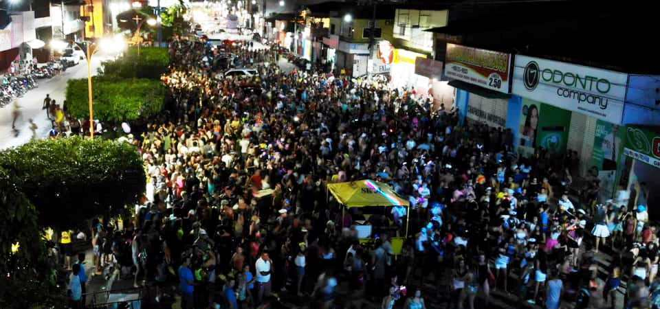 """Irreverência do Bloco """"Os Sujos"""" se destaca no quarto dia do Carnaval da Chapada"""