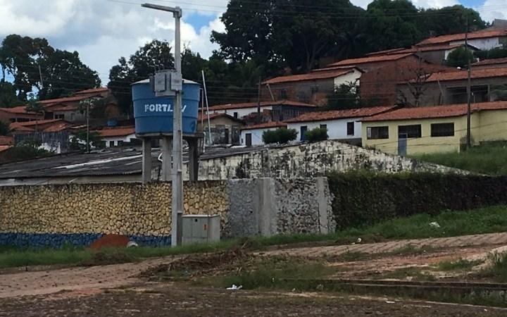 Após denúncia do blog, Prefeitura manda recuperar muro do hospital de Coelho Neto