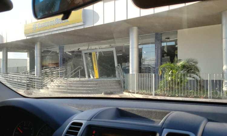 Criminosos explodem agência do Banco do Brasil no Calhau, em São Luís
