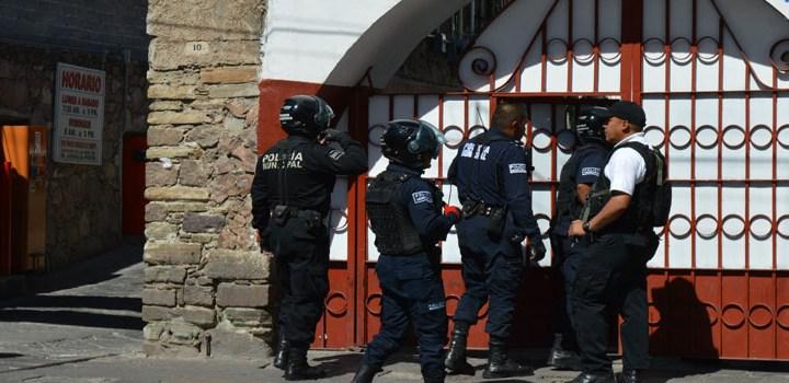 Detienen a policía por supuesta violación