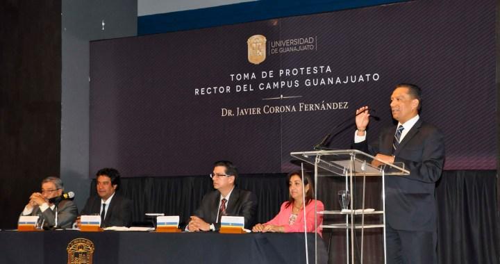 Toma protesta el Rector del Campus Guanajuato