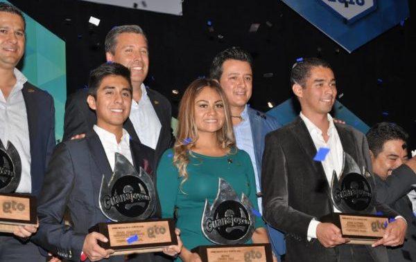 Alumnos UG, ejemplo de talento y compromiso social, obtienen Premio Estatal de la Juventud
