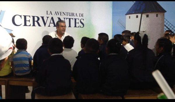 Profesor de la UG acerca la lectura a los jóvenes
